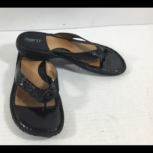 BORN Black Croco Leather Toe Thong Comfort Sandals